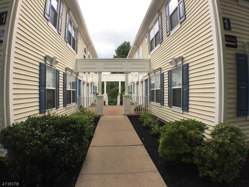 Nhà ở một gia đình vì Bán tại 128 Arbor Way Branchburg, New Jersey 08876 Hoa Kỳ