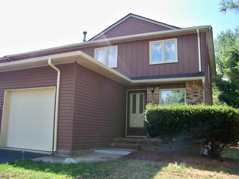Casa Unifamiliar por un Alquiler en 2 Saxonney Circle Raritan, Nueva Jersey 08822 Estados Unidos