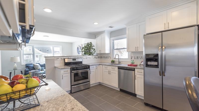 Частный односемейный дом для того Продажа на 414 White Avenue Manville, Нью-Джерси 08835 Соединенные Штаты