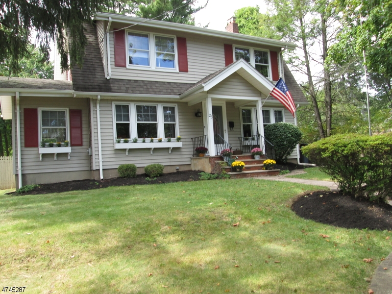 Einfamilienhaus für Verkauf beim 25 Mountain Avenue Caldwell, New Jersey 07006 Vereinigte Staaten