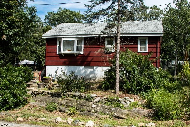 Casa Unifamiliar por un Venta en 11 Oak Street Wanaque, Nueva Jersey 07420 Estados Unidos