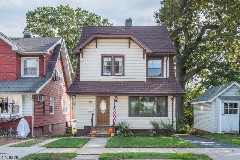 Maison unifamiliale pour l Vente à 166 ARGYLE Place Kearny, New Jersey 07032 États-Unis