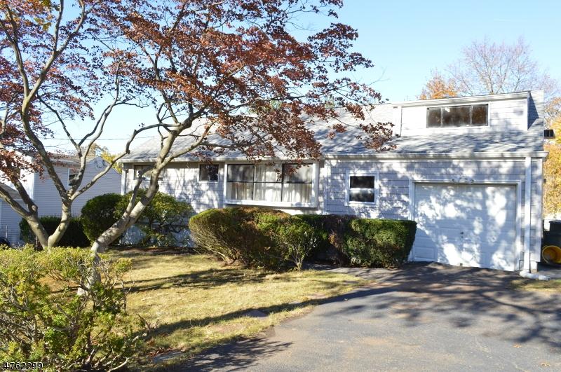 独户住宅 为 销售 在 369 Lacey Drive 新米尔福德, 新泽西州 07646 美国