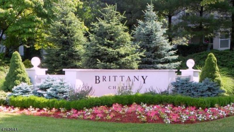 Частный односемейный дом для того Аренда на 1011 Brittany Drive Wayne, Нью-Джерси 07470 Соединенные Штаты