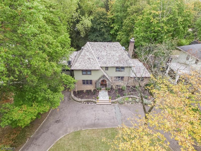 Maison unifamiliale pour l Vente à 390 Charlton Avenue South Orange, New Jersey 07079 États-Unis