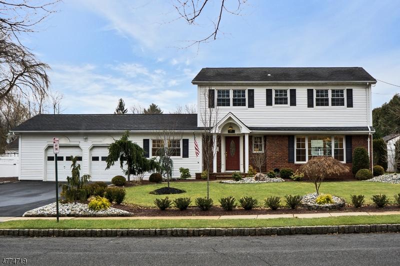 Villa per Vendita alle ore 107 Sweet Briar Drive 107 Sweet Briar Drive Clark, New Jersey 07066 Stati Uniti