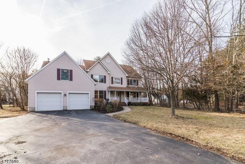 Single Family Home for Sale at 95 W End Avenue 95 W End Avenue Pequannock Township, New Jersey 07444 United States