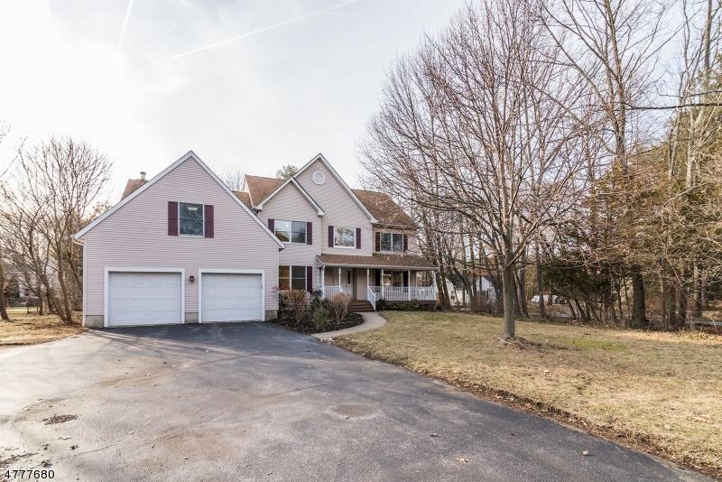 Maison unifamiliale pour l Vente à 95 W End Avenue Pequannock, New Jersey 07444 États-Unis