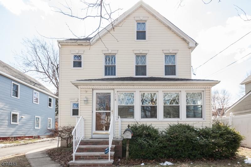 Maison unifamiliale pour l Vente à 118 Central Avenue Hasbrouck Heights, New Jersey 07604 États-Unis