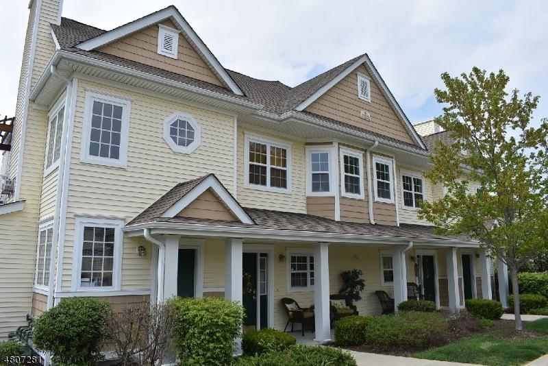 Villa per Vendita alle ore 220 Old Farm Drive Allamuchy, New Jersey 07838 Stati Uniti