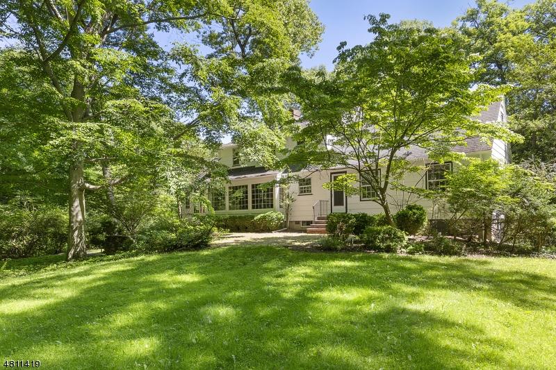 Casa Unifamiliar por un Venta en 33 OLD WOOD Road Morris Plains, Nueva Jersey 07950 Estados Unidos