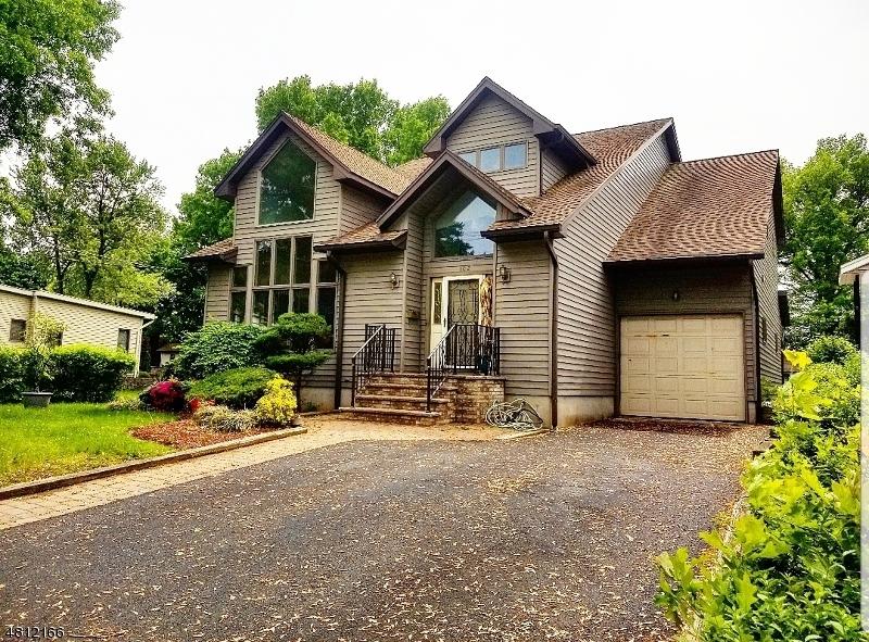 Частный односемейный дом для того Продажа на 102 W CENTRAL Avenue Maywood, Нью-Джерси 07607 Соединенные Штаты