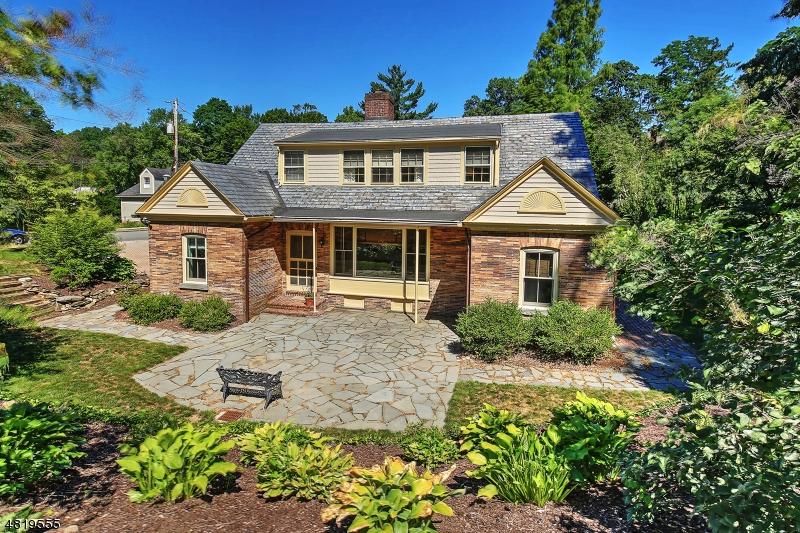 Casa Unifamiliar por un Venta en 44 COLLES Avenue Morristown, Nueva Jersey 07960 Estados Unidos