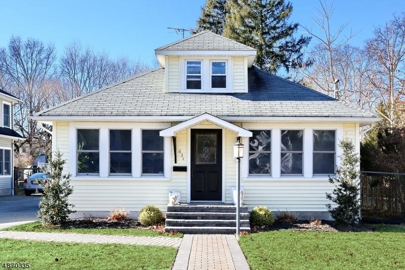 Maison unifamiliale pour l Vente à 634 LINCOLN Avenue Pompton Lakes, New Jersey 07442 États-Unis