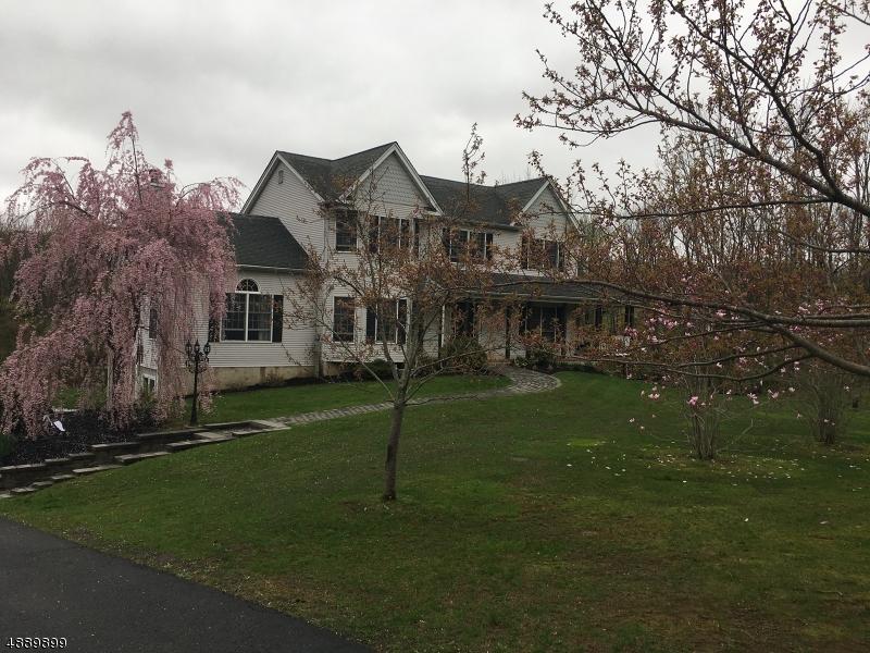 Maison unifamiliale pour l Vente à 73 HAWKS SCHOOLHOUSE Road Holland Township, New Jersey 08804 États-Unis