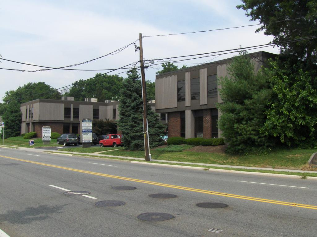 Additional photo for property listing at 1273 Bound Brook Road  Middlesex, 新泽西州 08846 美国