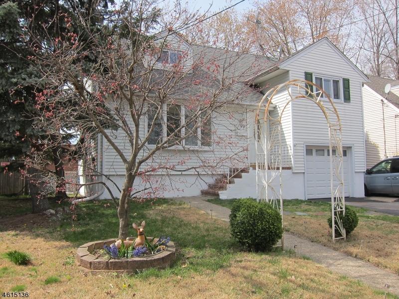 Частный односемейный дом для того Продажа на 99 Maywood Avenue Maywood, Нью-Джерси 07607 Соединенные Штаты