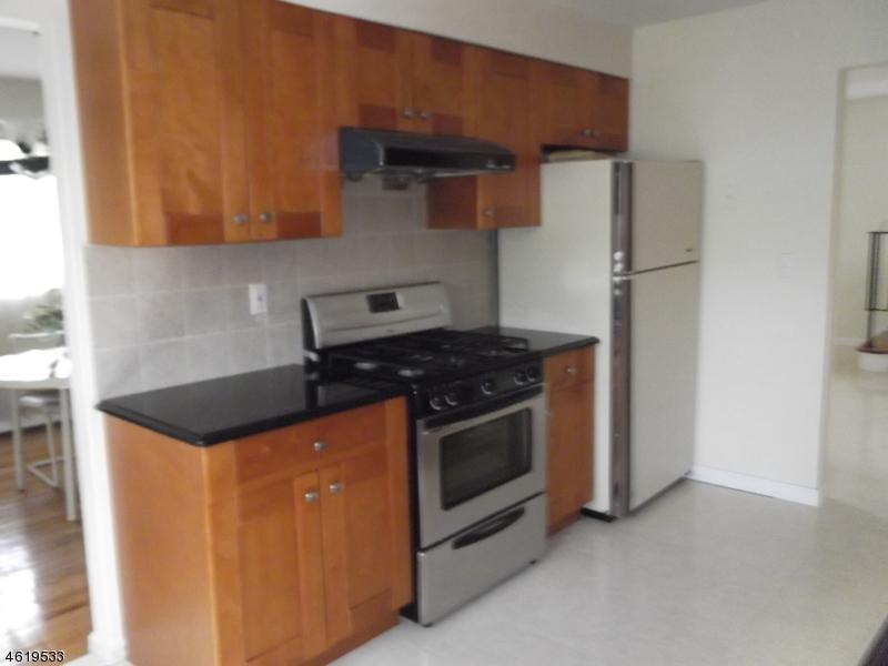 Casa Unifamiliar por un Venta en 914 Ratzer Road Wayne, Nueva Jersey 07470 Estados Unidos