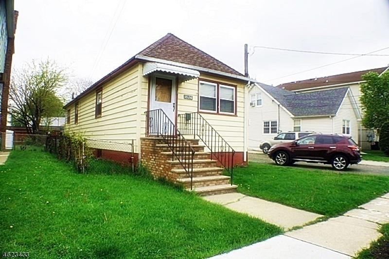 Частный односемейный дом для того Продажа на 1026-1028 Fanny Street Elizabeth, Нью-Джерси 07201 Соединенные Штаты
