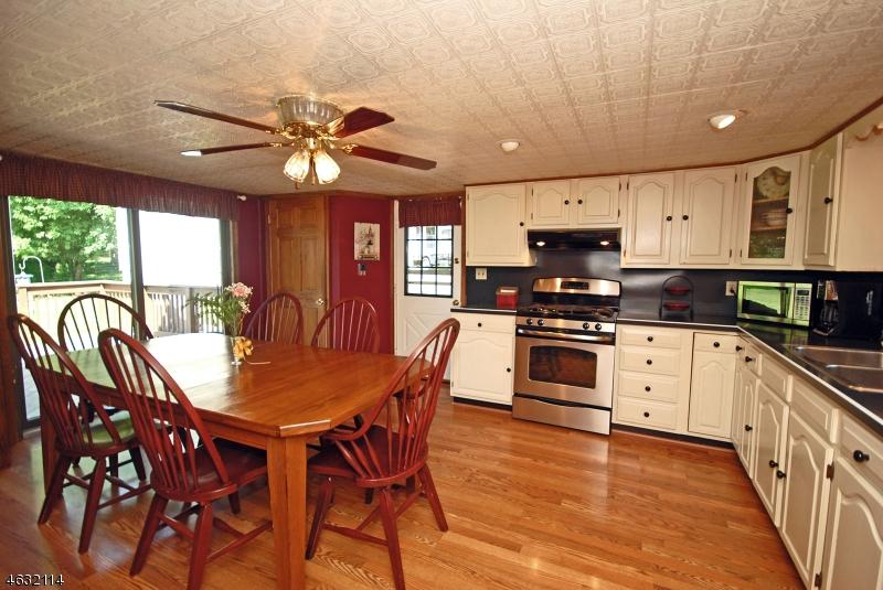 独户住宅 为 销售 在 120 ROUTE 639 布鲁姆斯伯里, 新泽西州 08804 美国