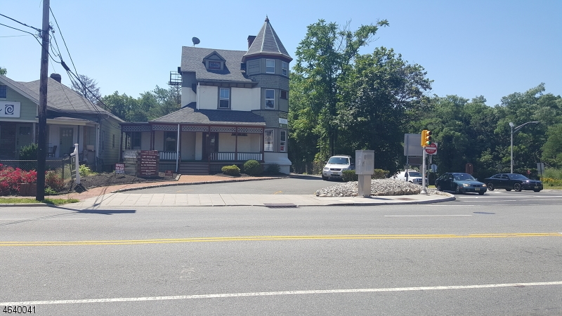 Comercial por un Venta en 20 Northfield Avenue West Orange, Nueva Jersey 07052 Estados Unidos