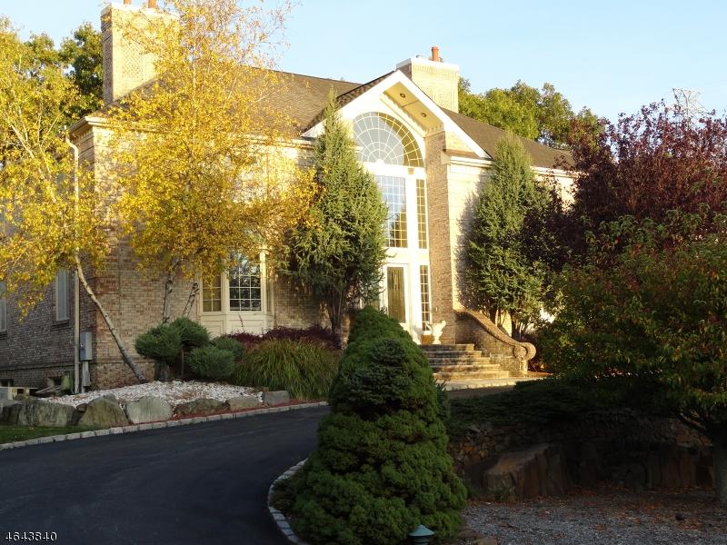 Частный односемейный дом для того Продажа на 5 Dominick Court Cedar Grove, 07009 Соединенные Штаты