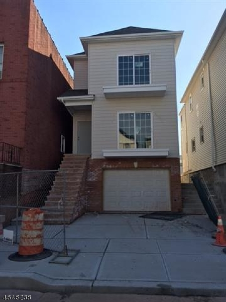 Additional photo for property listing at 38 W 11th Street  Bayonne, Nueva Jersey 07002 Estados Unidos