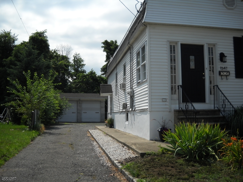 Additional photo for property listing at 1347 Burnet Avenue  Union, New Jersey 07083 États-Unis