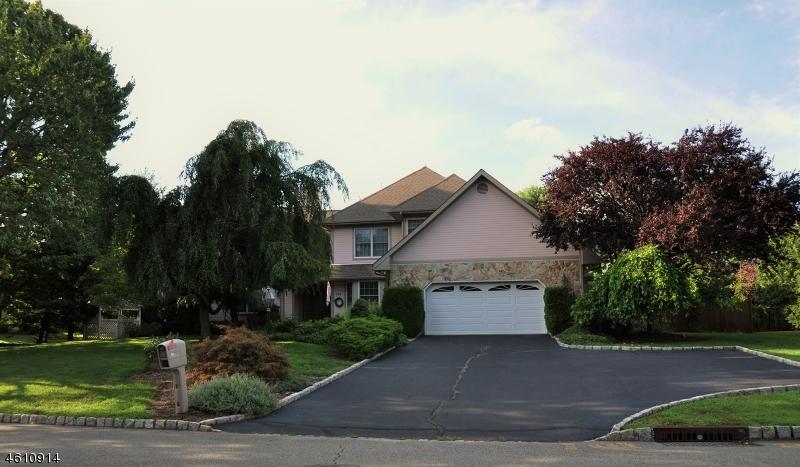 Частный односемейный дом для того Продажа на 115 Sturbridge Circle Wayne, Нью-Джерси 07470 Соединенные Штаты