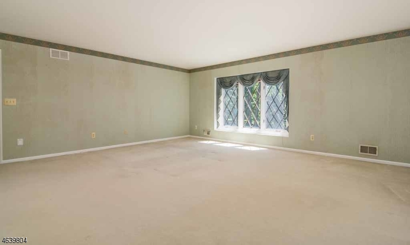 Additional photo for property listing at 11 Arbor Way  Long Valley, Nueva Jersey 07853 Estados Unidos