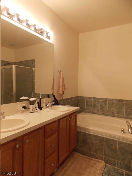 Additional photo for property listing at 50 George Russell Way  Clifton, Nueva Jersey 07013 Estados Unidos