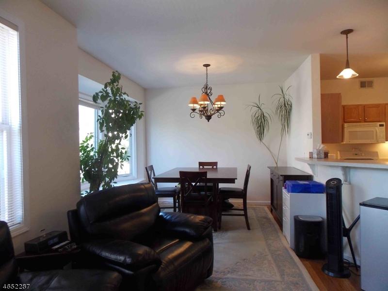 Casa Unifamiliar por un Alquiler en 50 George Russell Way Clifton, Nueva Jersey 07013 Estados Unidos