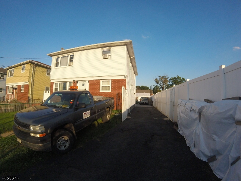 Additional photo for property listing at 933-935 WALNUT Street  Elizabeth, New Jersey 07201 États-Unis