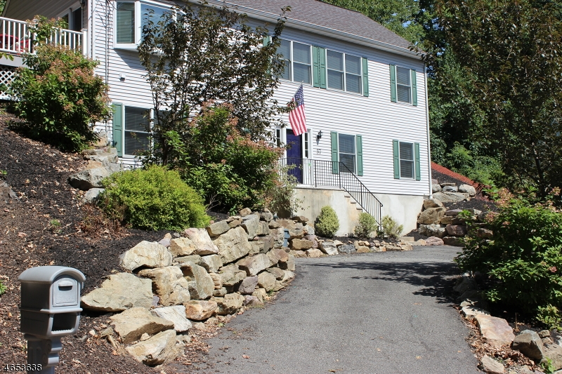 Maison unifamiliale pour l à louer à 37 CHESTNUT HILL DRIVE E. Denville, New Jersey 07834 États-Unis
