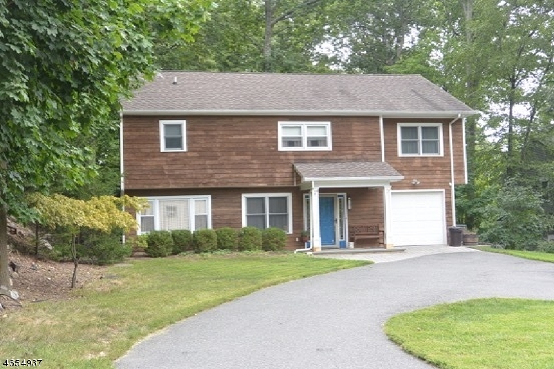 Additional photo for property listing at 207 W Lake Shore Drive  Rockaway, Нью-Джерси 07866 Соединенные Штаты