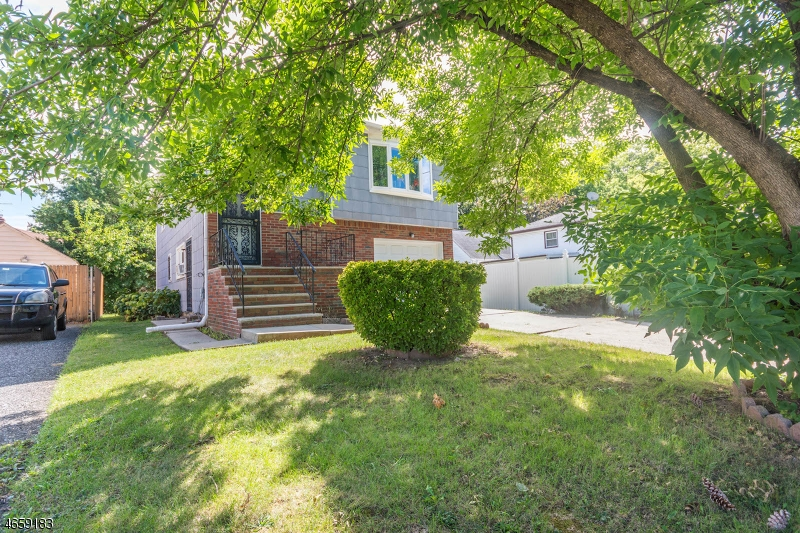 Additional photo for property listing at 810 Passaic Avenue  Linden, Нью-Джерси 07036 Соединенные Штаты