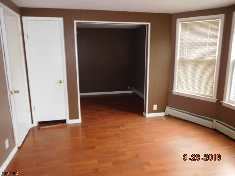 Additional photo for property listing at 13 Demott Avenue  Clifton, New Jersey 07011 États-Unis