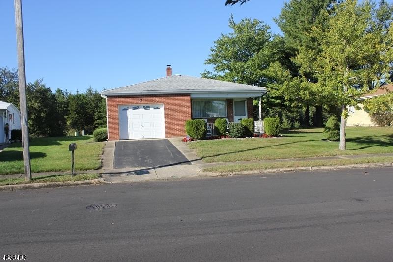 Частный односемейный дом для того Продажа на 146 Bonaire Drive Toms River, Нью-Джерси 08757 Соединенные Штаты