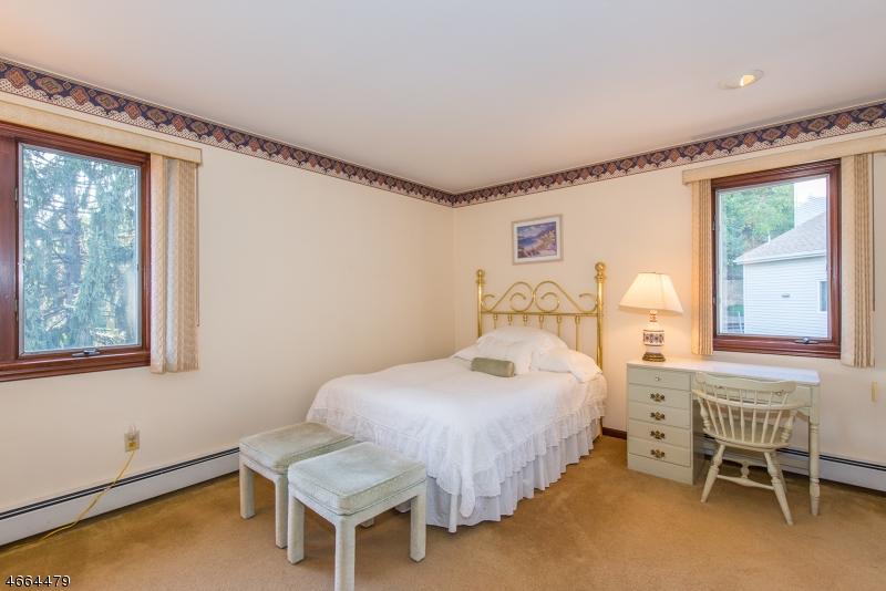 Additional photo for property listing at 37 Jani Court  Clifton, Нью-Джерси 07013 Соединенные Штаты
