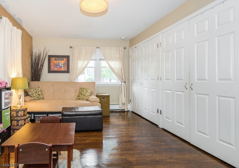 Additional photo for property listing at 1 Elm Street  Bloomingdale, Nueva Jersey 07403 Estados Unidos