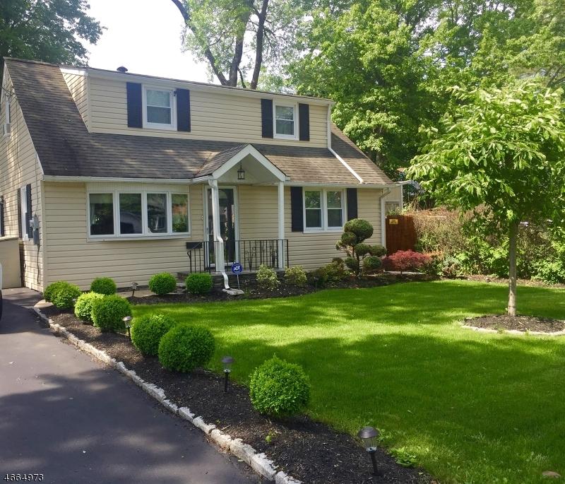 Casa Unifamiliar por un Venta en 1 Elm Street Bloomingdale, Nueva Jersey 07403 Estados Unidos