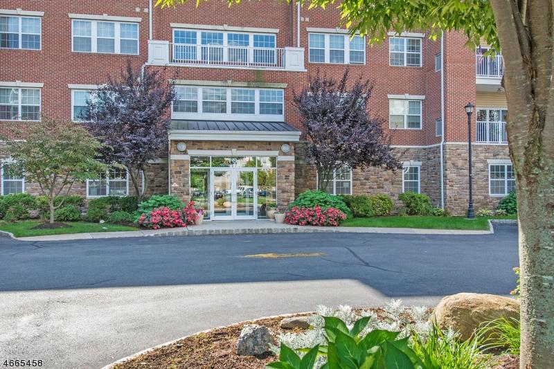 Частный односемейный дом для того Продажа на 10202 WARRENS WAY Wanaque, Нью-Джерси 07465 Соединенные Штаты