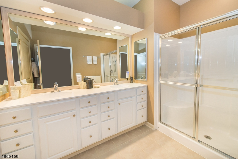 Additional photo for property listing at 10202 WARRENS WAY  Wanaque, New Jersey 07465 États-Unis