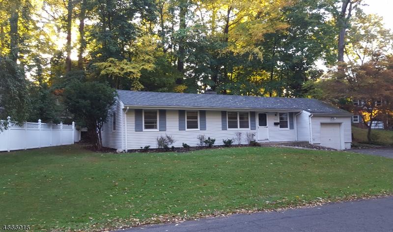 Casa Unifamiliar por un Alquiler en 308 W Shore Trail Sparta, Nueva Jersey 07871 Estados Unidos
