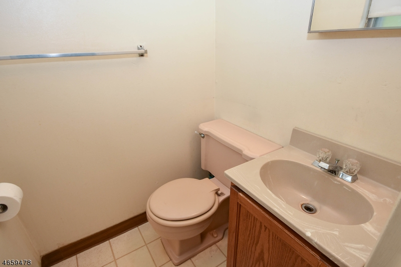 Additional photo for property listing at 67-1/2-2A KNOX TER  Wayne, Нью-Джерси 07470 Соединенные Штаты