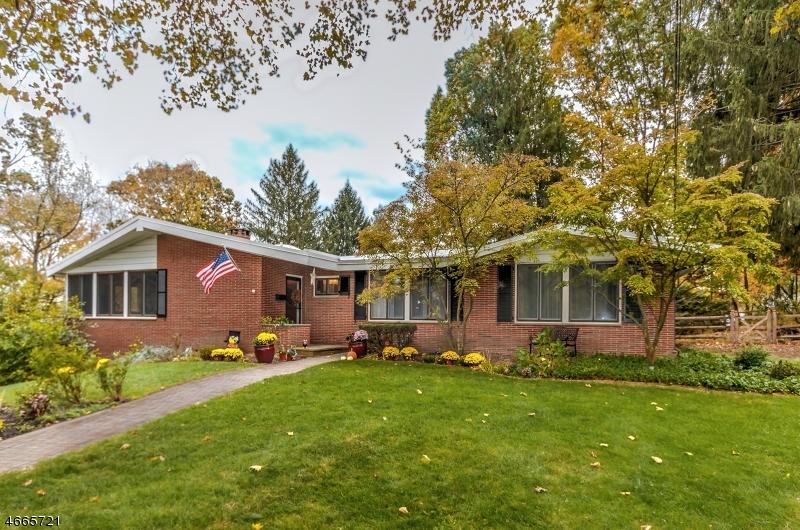 独户住宅 为 销售 在 351 Turnabout Circle Mountainside, 07092 美国