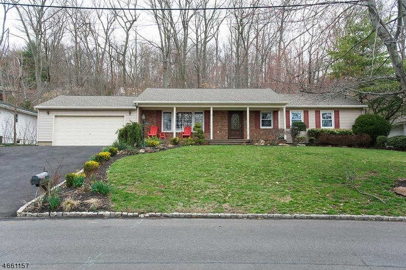 Частный односемейный дом для того Продажа на 1074 Ledgewood Road Mountainside, 07092 Соединенные Штаты