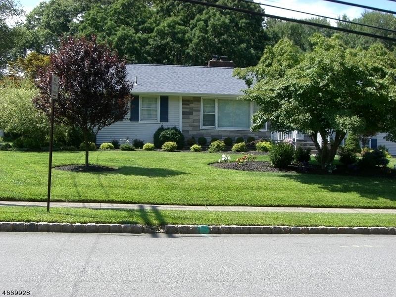 Частный односемейный дом для того Аренда на 143 Reynolds Avenue Whippany, Нью-Джерси 07981 Соединенные Штаты