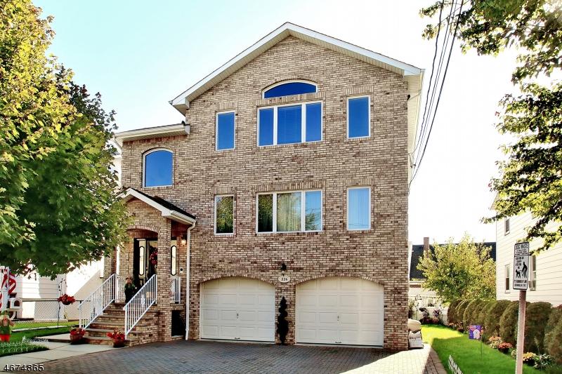 Многосемейный дом для того Продажа на 226 Lafayette Avenue Lyndhurst, Нью-Джерси 07071 Соединенные Штаты