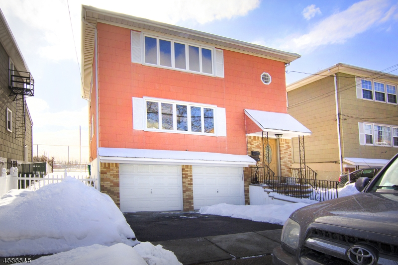 Casa Unifamiliar por un Alquiler en 50 E Midland Avenue Kearny, Nueva Jersey 07032 Estados Unidos